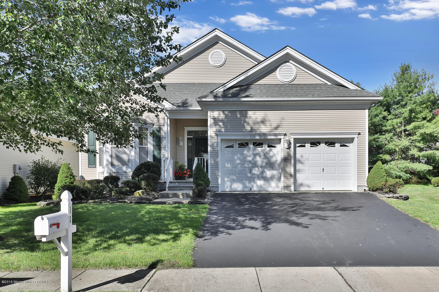 Photo of home for sale at 11 Summerfield Drive Drive, Lakewood NJ