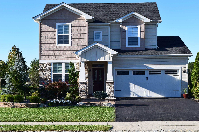 Photo of home for sale at 24 Milan Boulevard Boulevard E, Farmingdale NJ