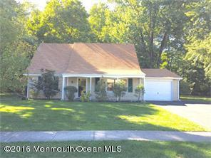 Photo of home for sale at 12 Cypress Lane Lane, Matawan NJ
