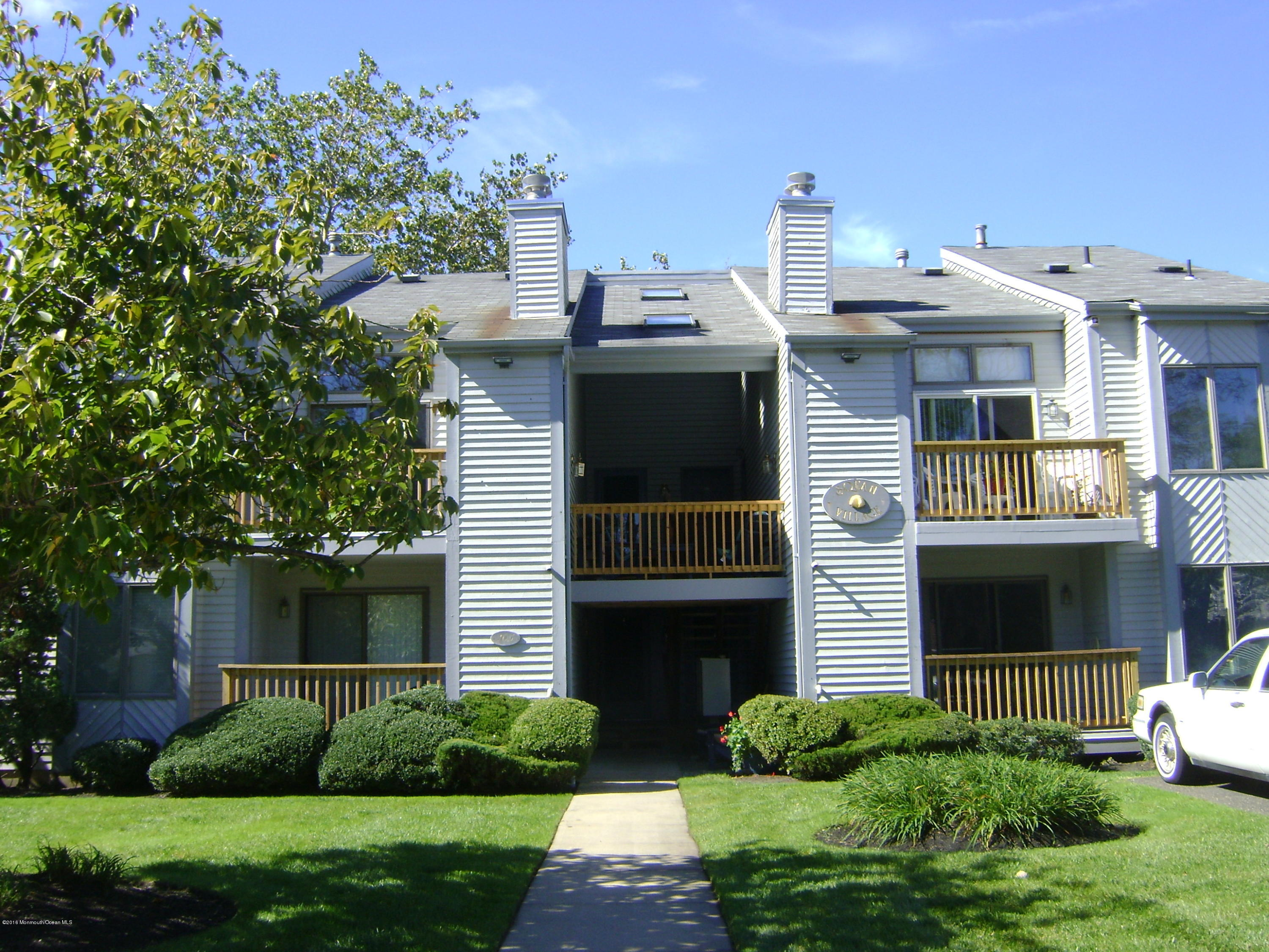 Photo of home for sale at 105 Mount Lane Lane, Manasquan NJ