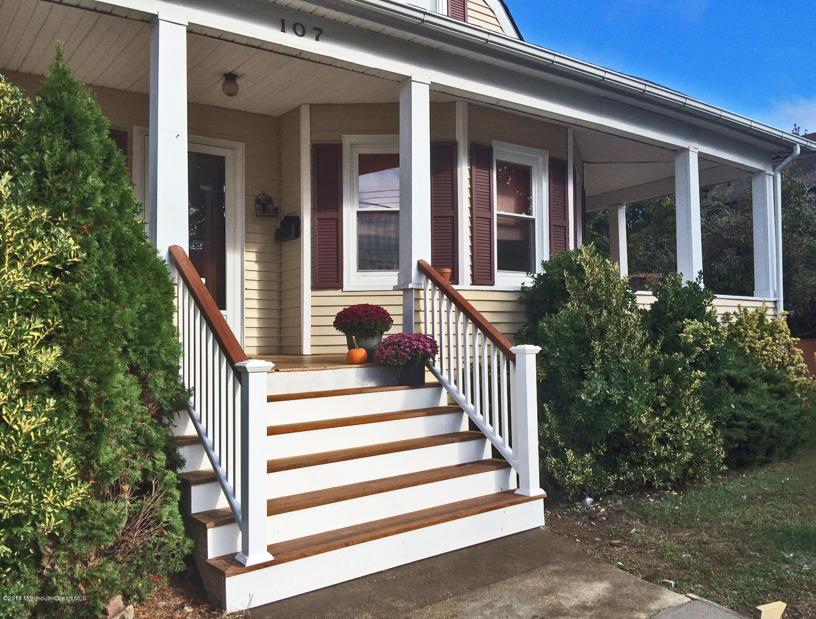 Photo of home for sale at 107 Division Street Street, Keyport NJ