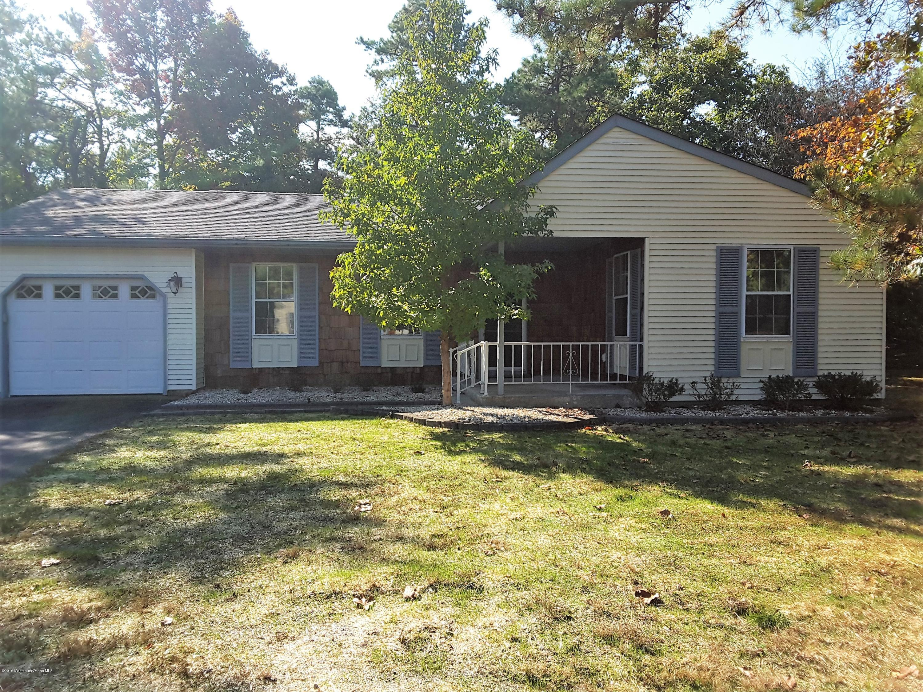 Photo of home for sale at 2 Milford Court Court, Whiting NJ