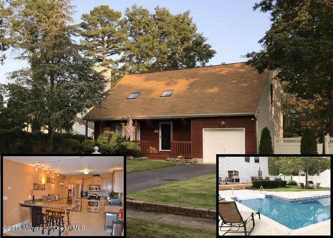 Photo of home for sale at 1469 Pine Avenue Avenue, Brick NJ