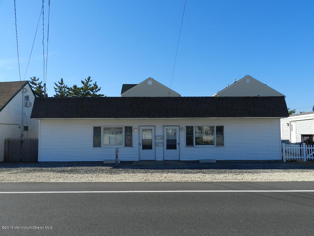 Photo of home for sale at 152 Central Avenue Avenue Avenue, South Seaside Park NJ