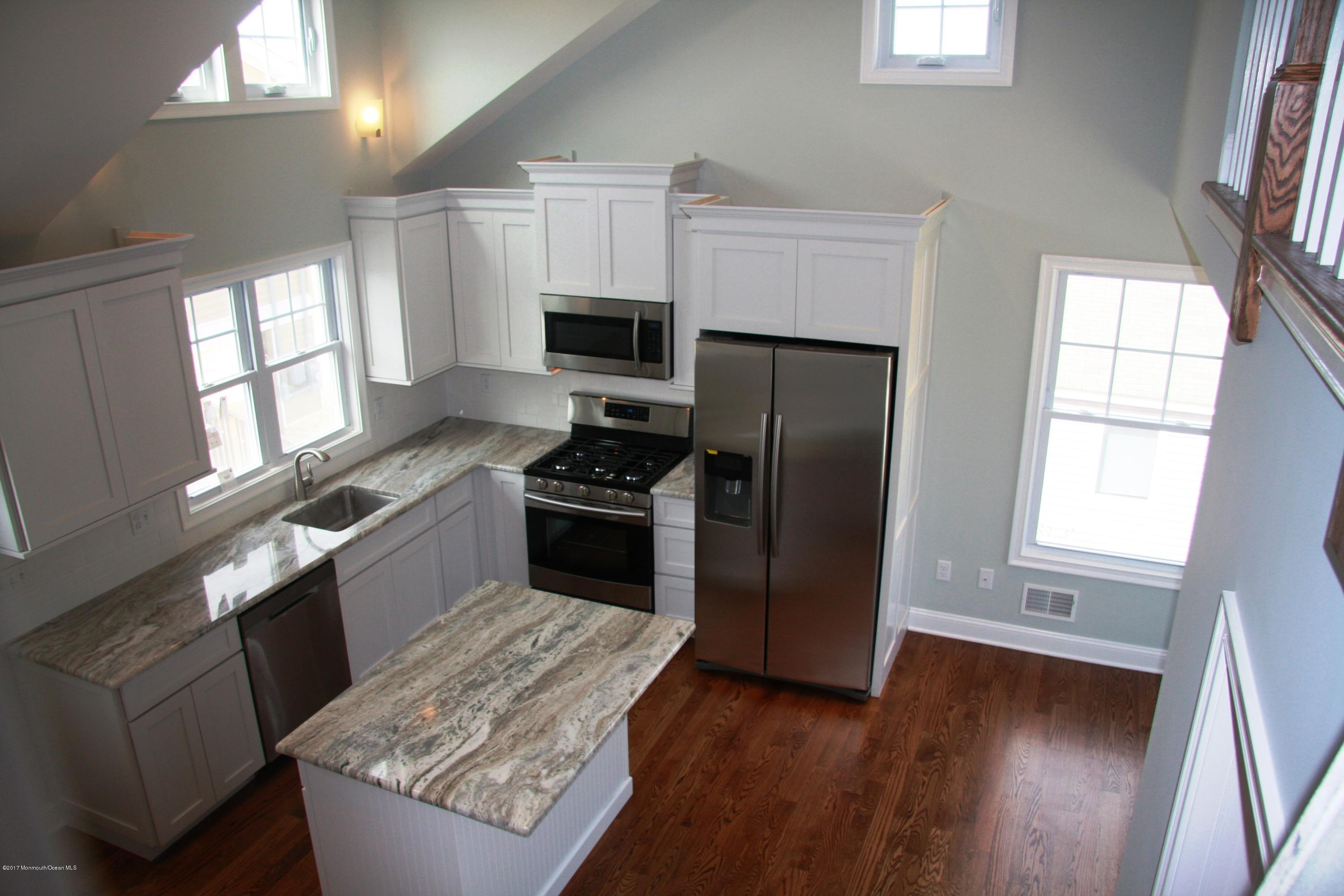 Photo of home for sale at 117 Sandpiper Way Way W, Lavallette NJ