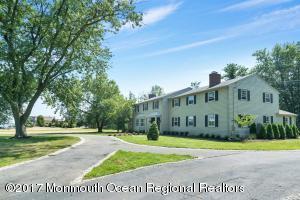 10 Broadmoor Drive
