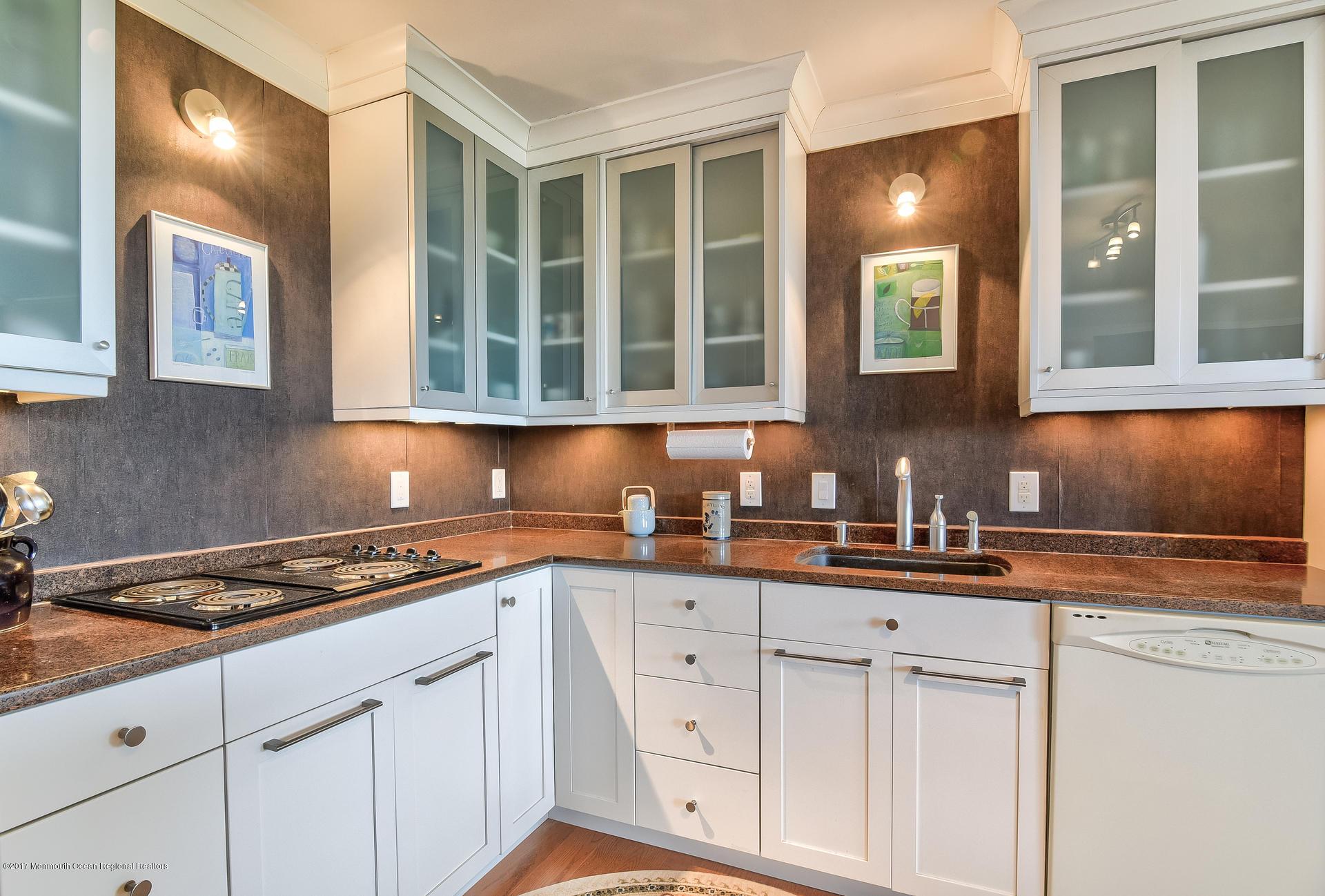 Beautiful newer kitchen