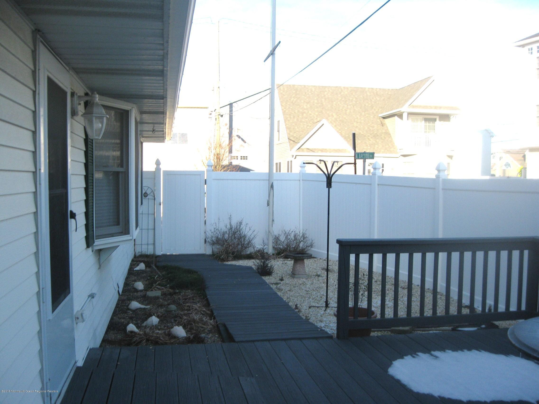 107 N Bayside Road - Picture 11