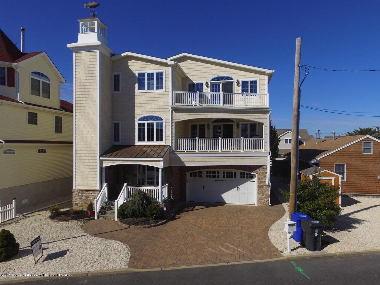 294  Monterey Circle - Picture 1