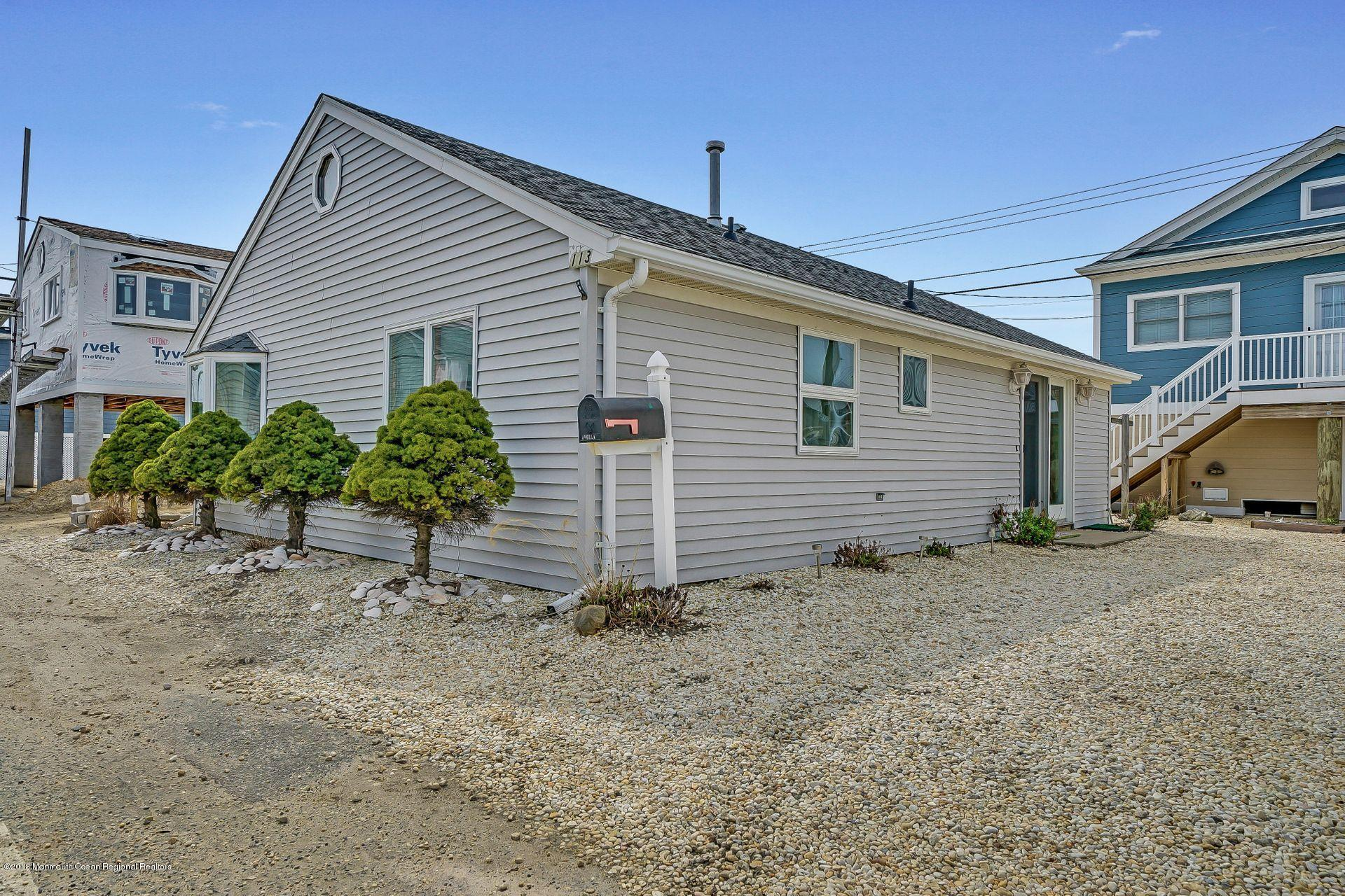 113 W Bayview Drive - Picture 1