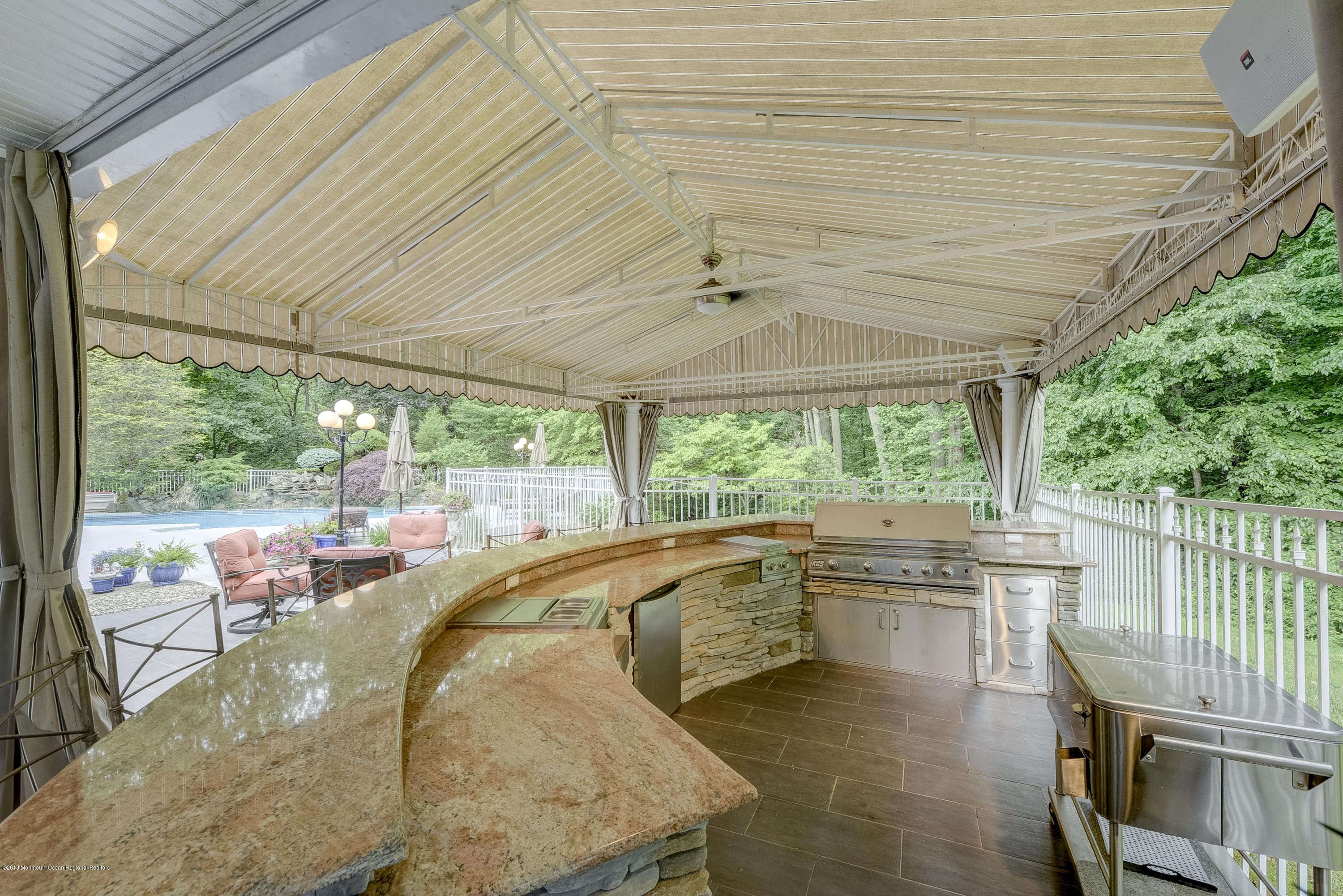 Poolside Covered 12 Seat Bar