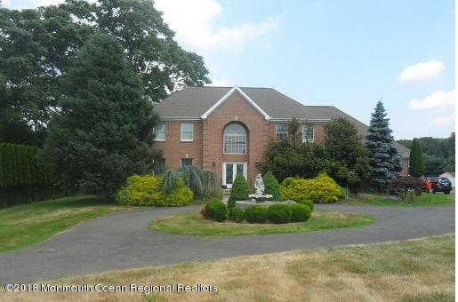 489 E Freehold Rd Front View2