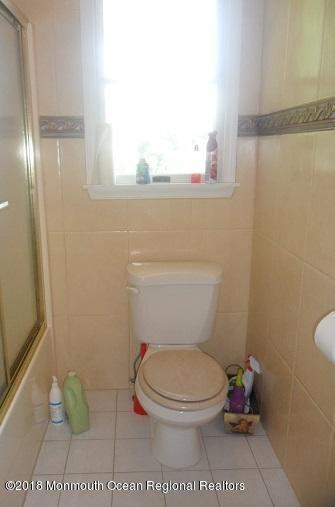 489 E Freehold Rd  2nd fl bathroom