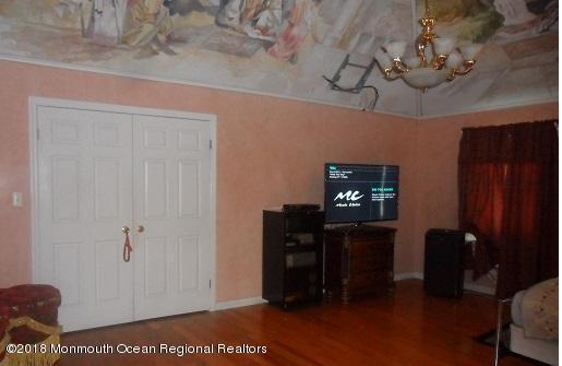 489 E Freehold Rd Master Bedroom