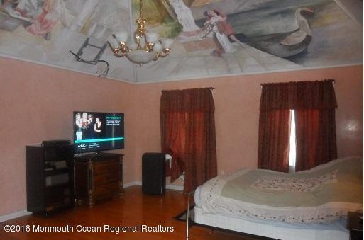 489 E Freehold Rd Master Bedroom2