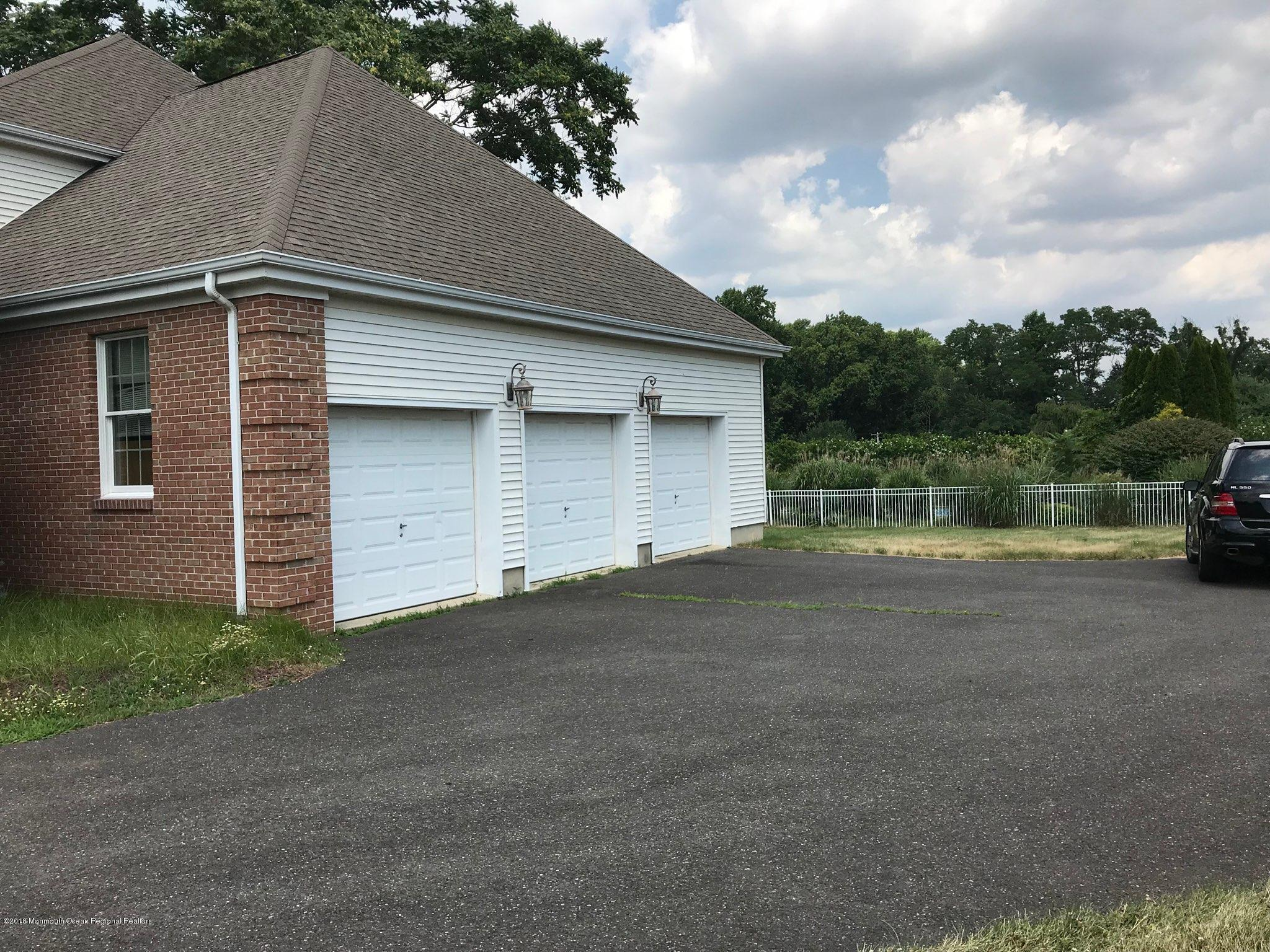 489 E Freehold Rd 3 Car Garage