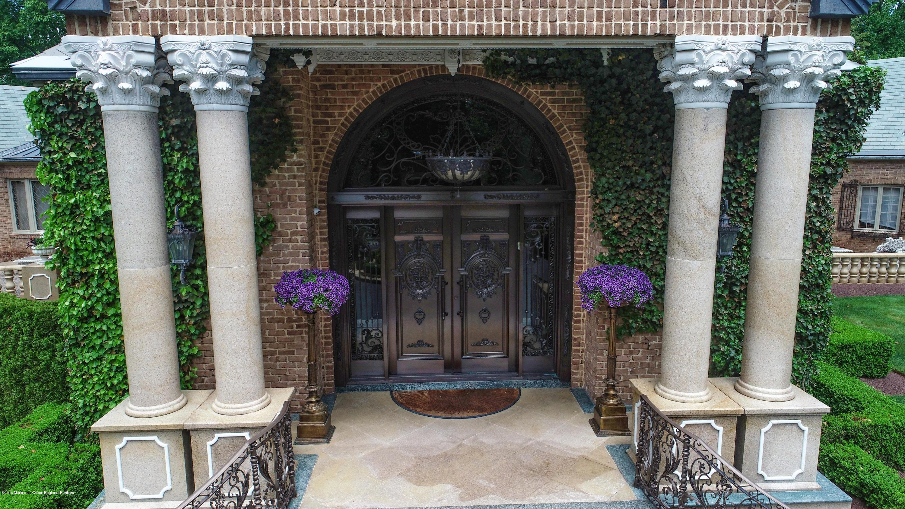 009_Front Entry
