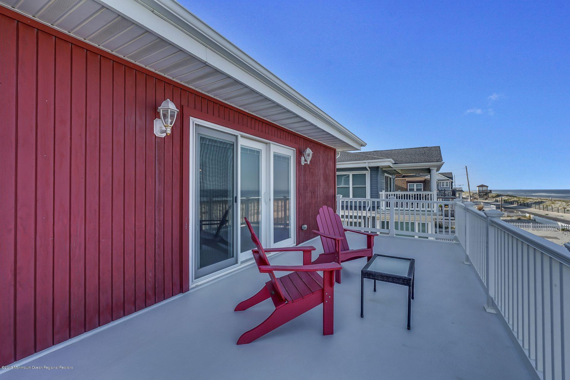 1306  Oceanfront  - Picture 15