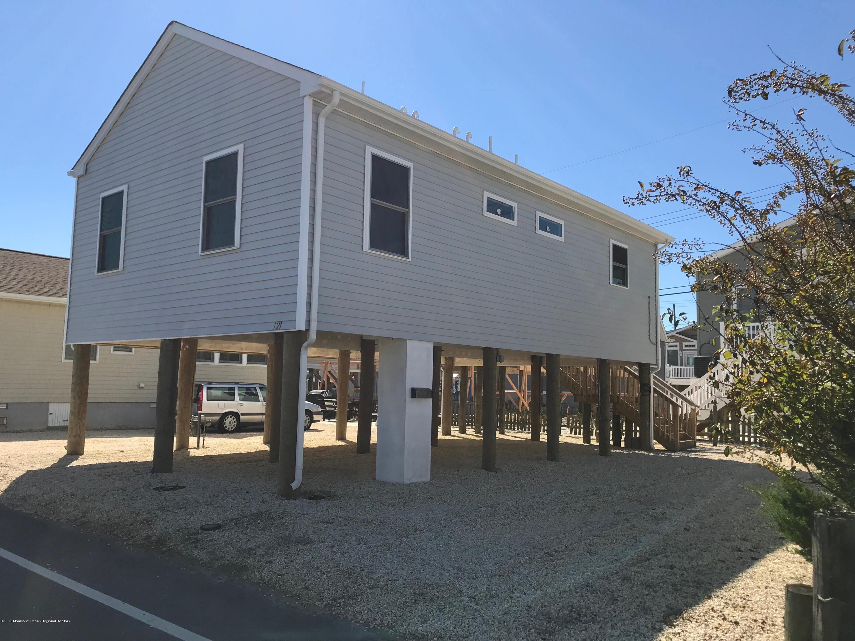 121 W Bay View Drive - Picture 2