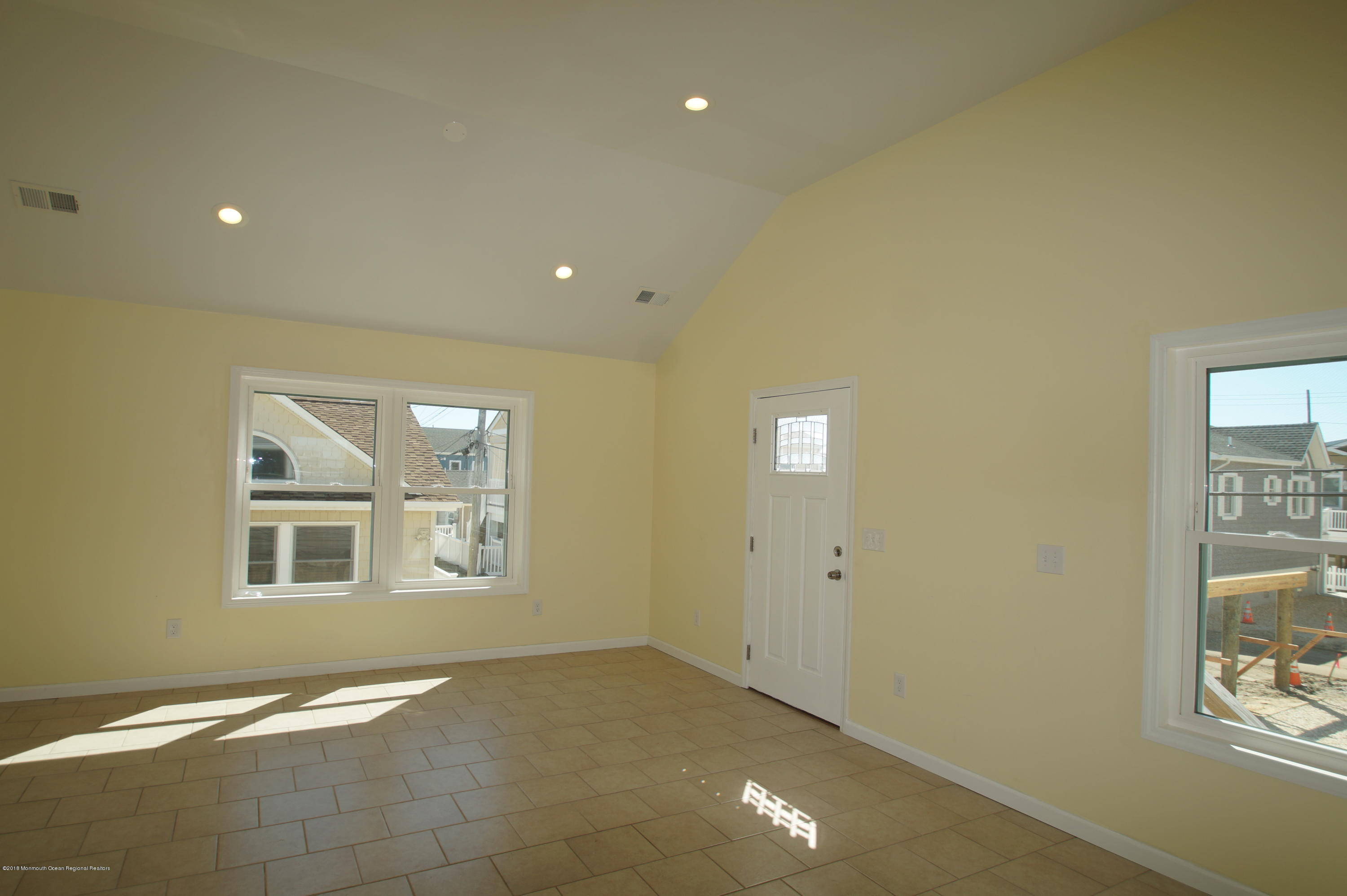 121 W Bay View Drive - Picture 5