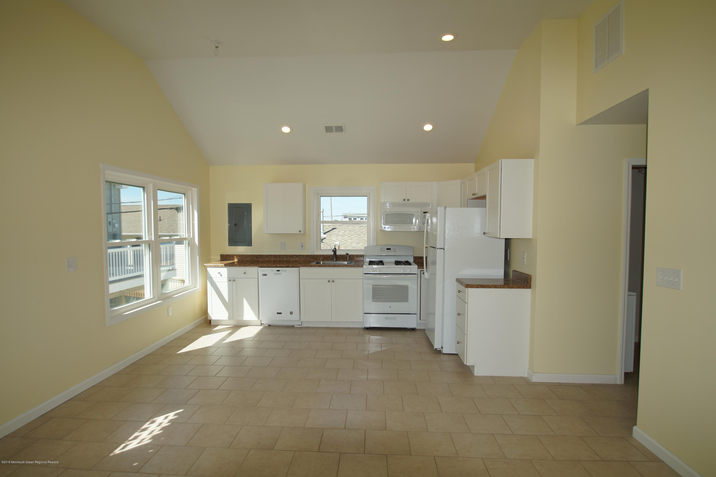 121 W Bay View Drive - Picture 6