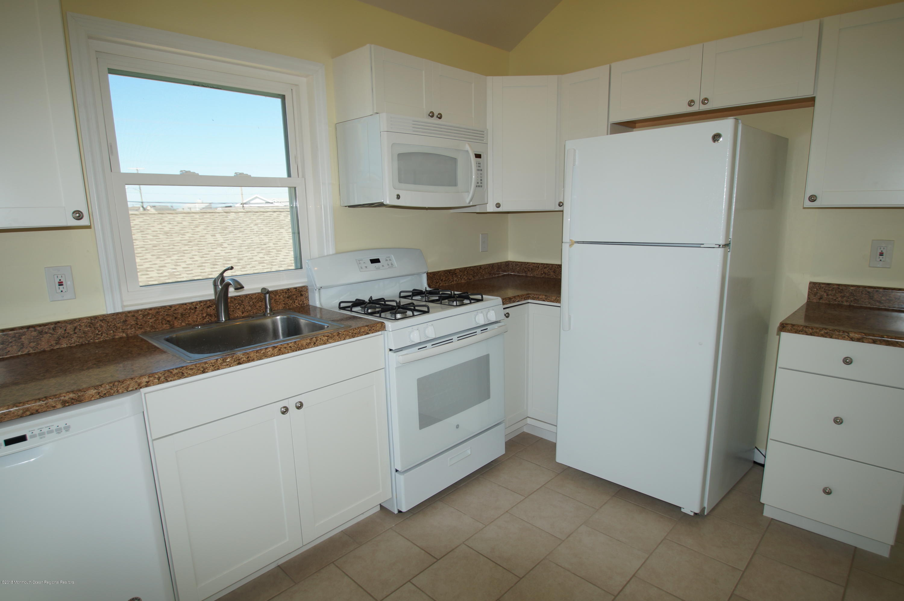 121 W Bay View Drive - Picture 8