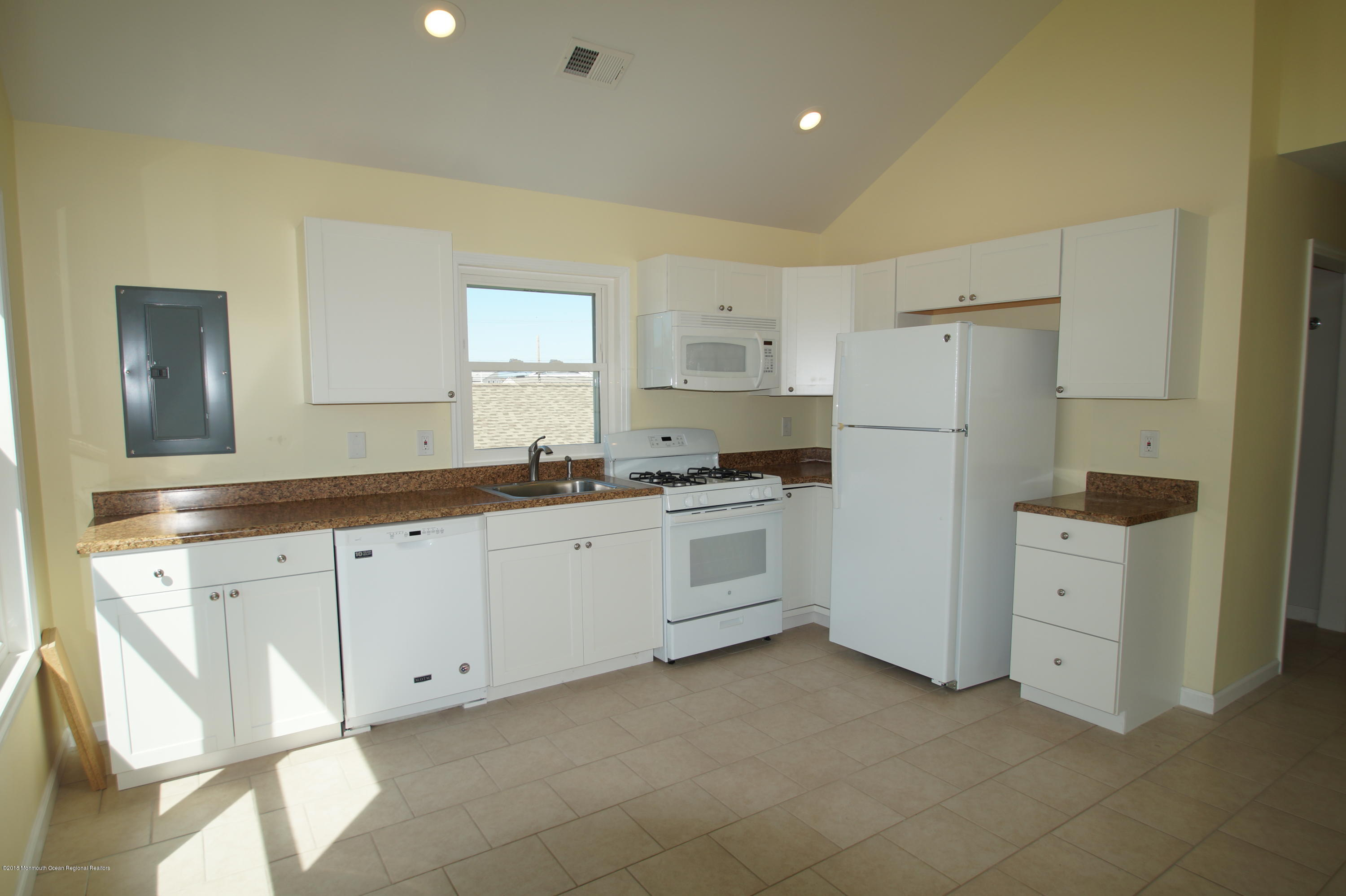 121 W Bay View Drive - Picture 7