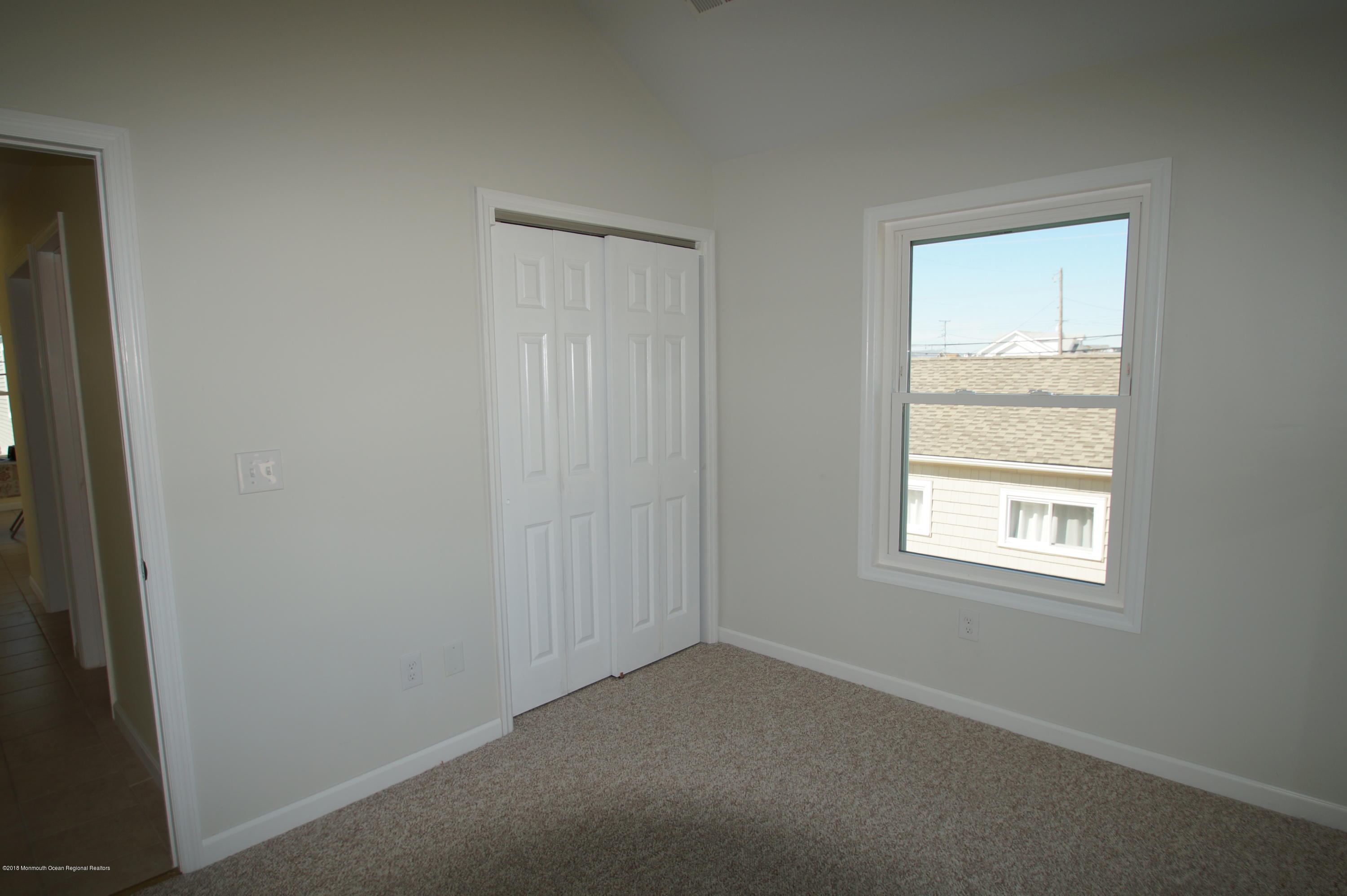121 W Bay View Drive - Picture 17