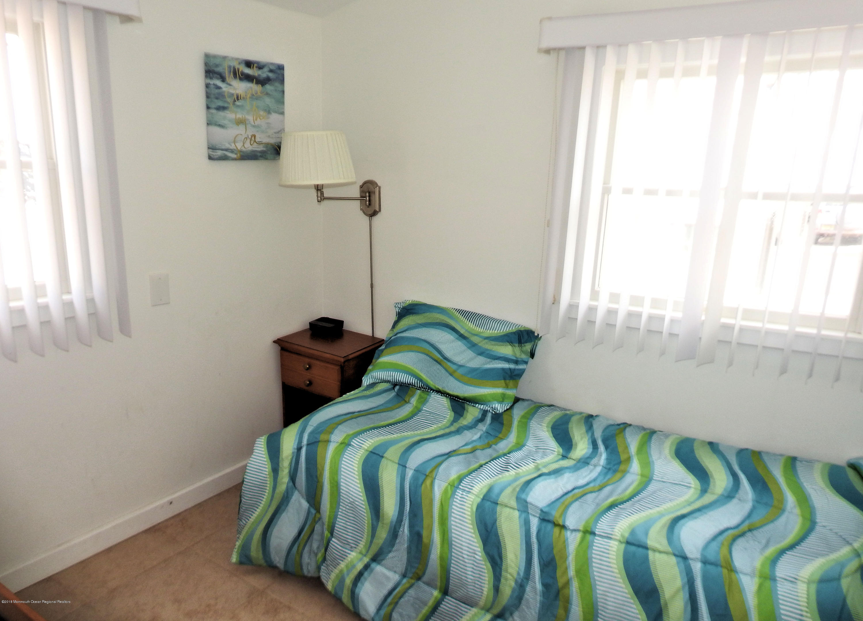 3421  Seaview Road - Picture 9