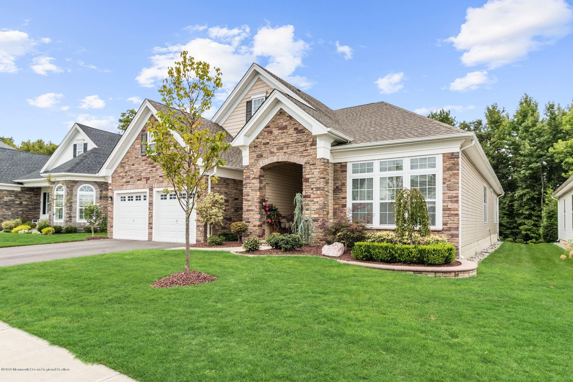 001_94_Tournament_Dr_243308_371706