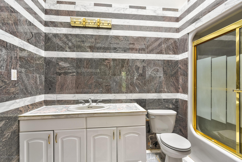032_Bathroom