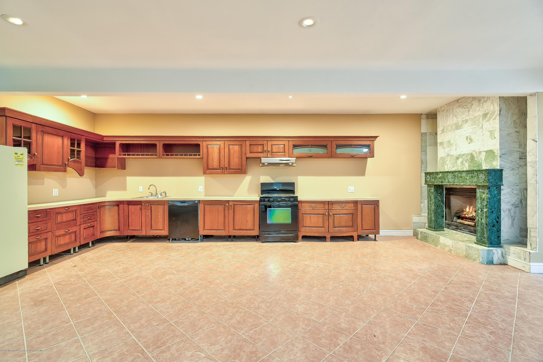 037_Kitchen Lower Level
