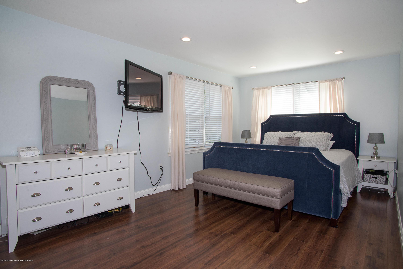 _RMJ7386.jpg master bedroom