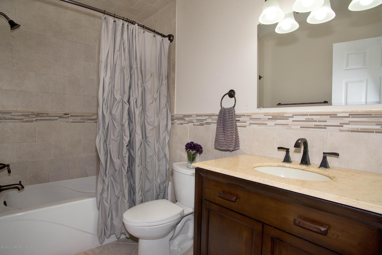 _RMJ7388.jpg full bathroom