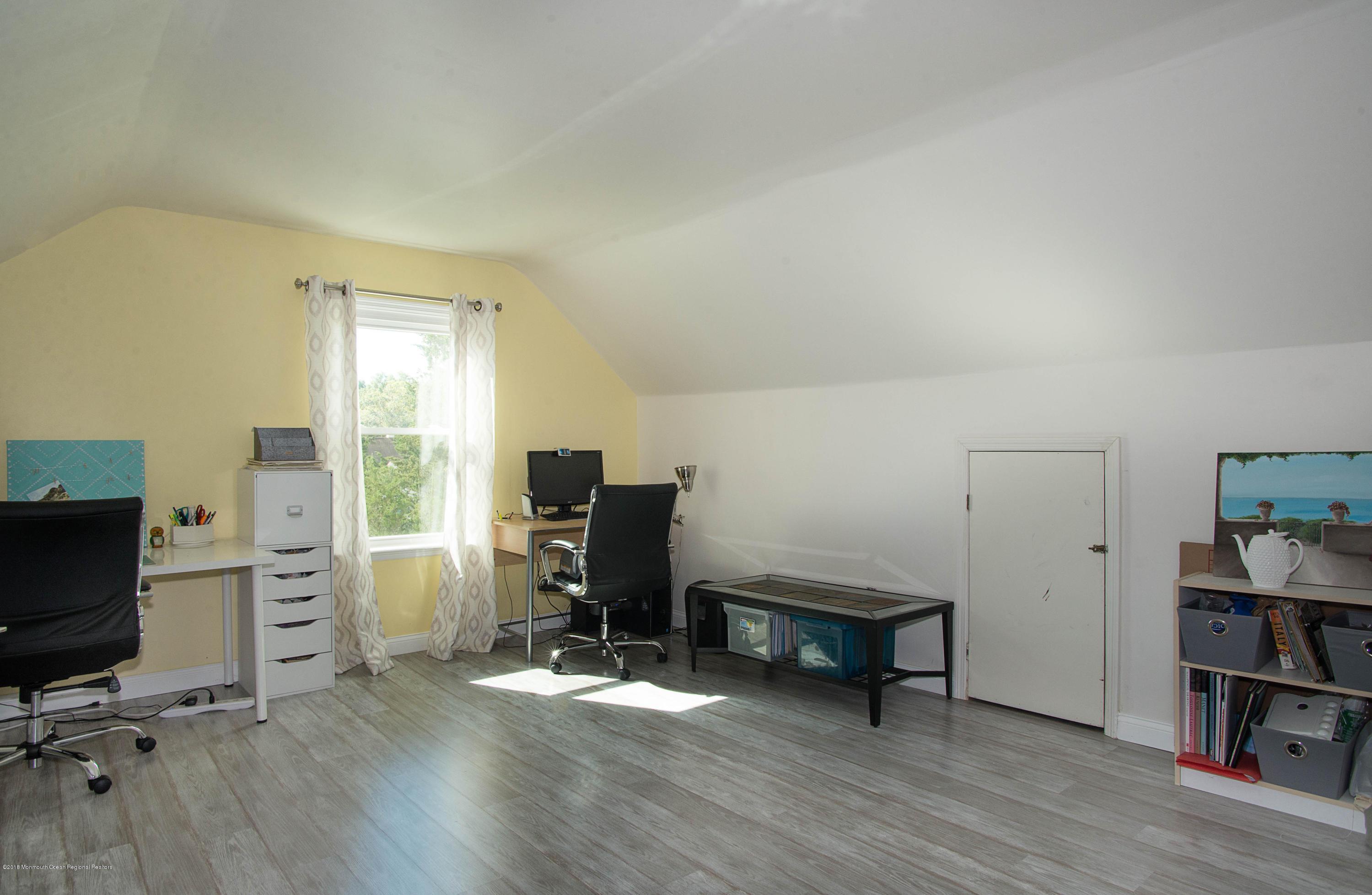 _RMJ7393.jpg loft 3rd bedroom