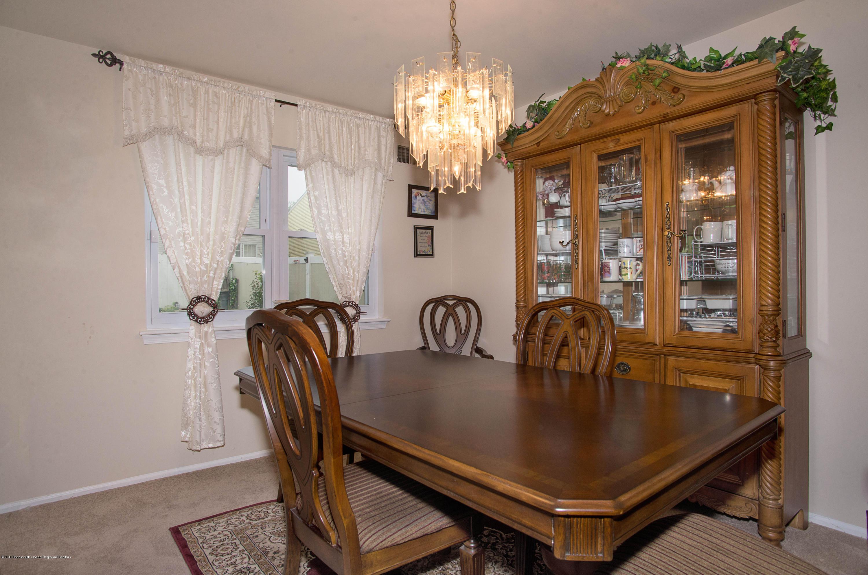 _RMJ7220.jpg dining room
