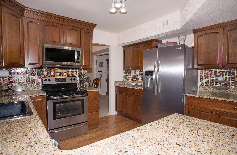 _RMJ7229.jpg kitchen