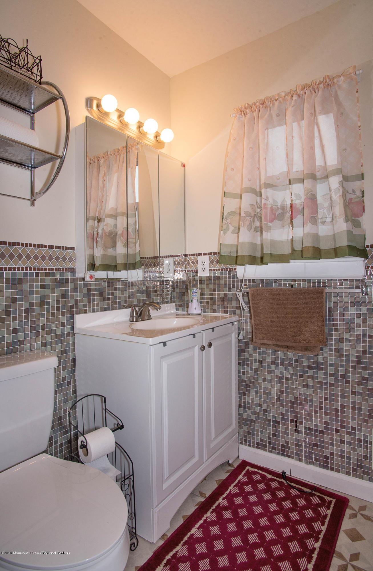 _RMJ7253.jpg master bathroom