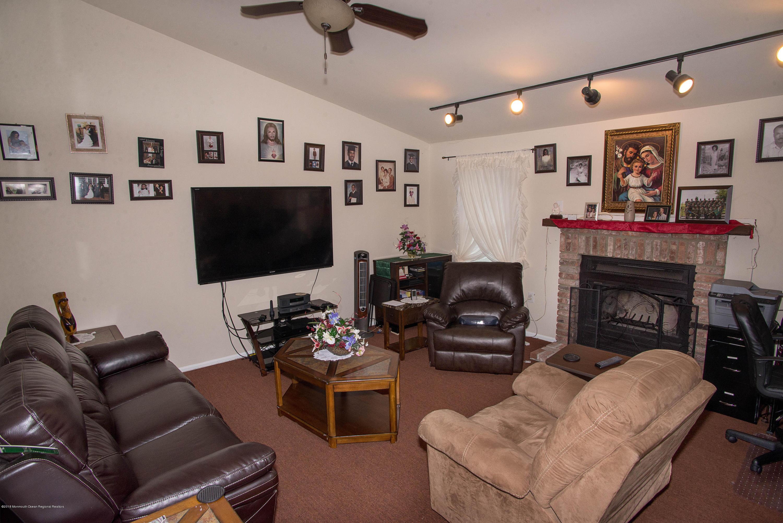 _RMJ7266.jpg family room