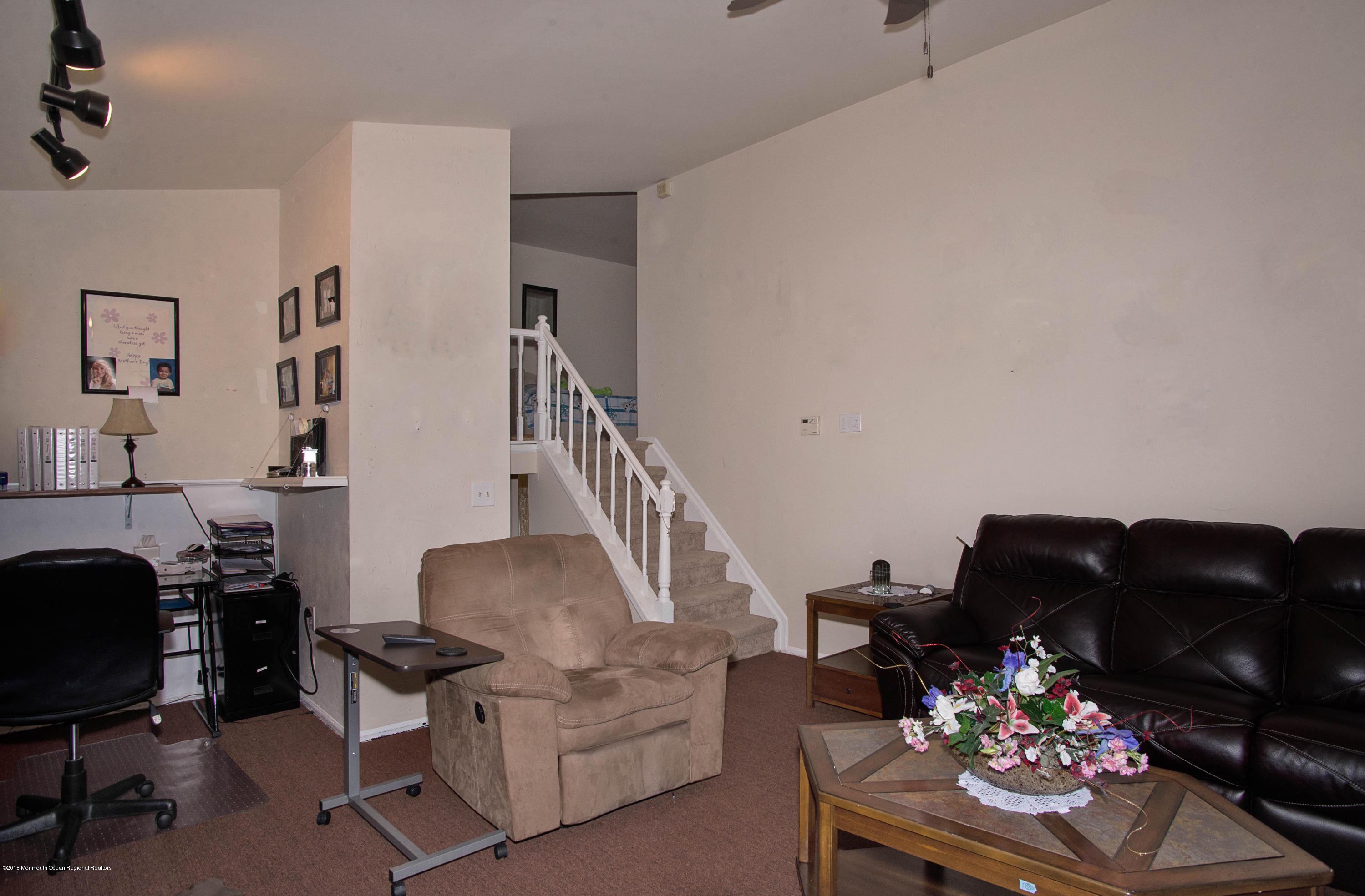 _RMJ7269.jpg family room