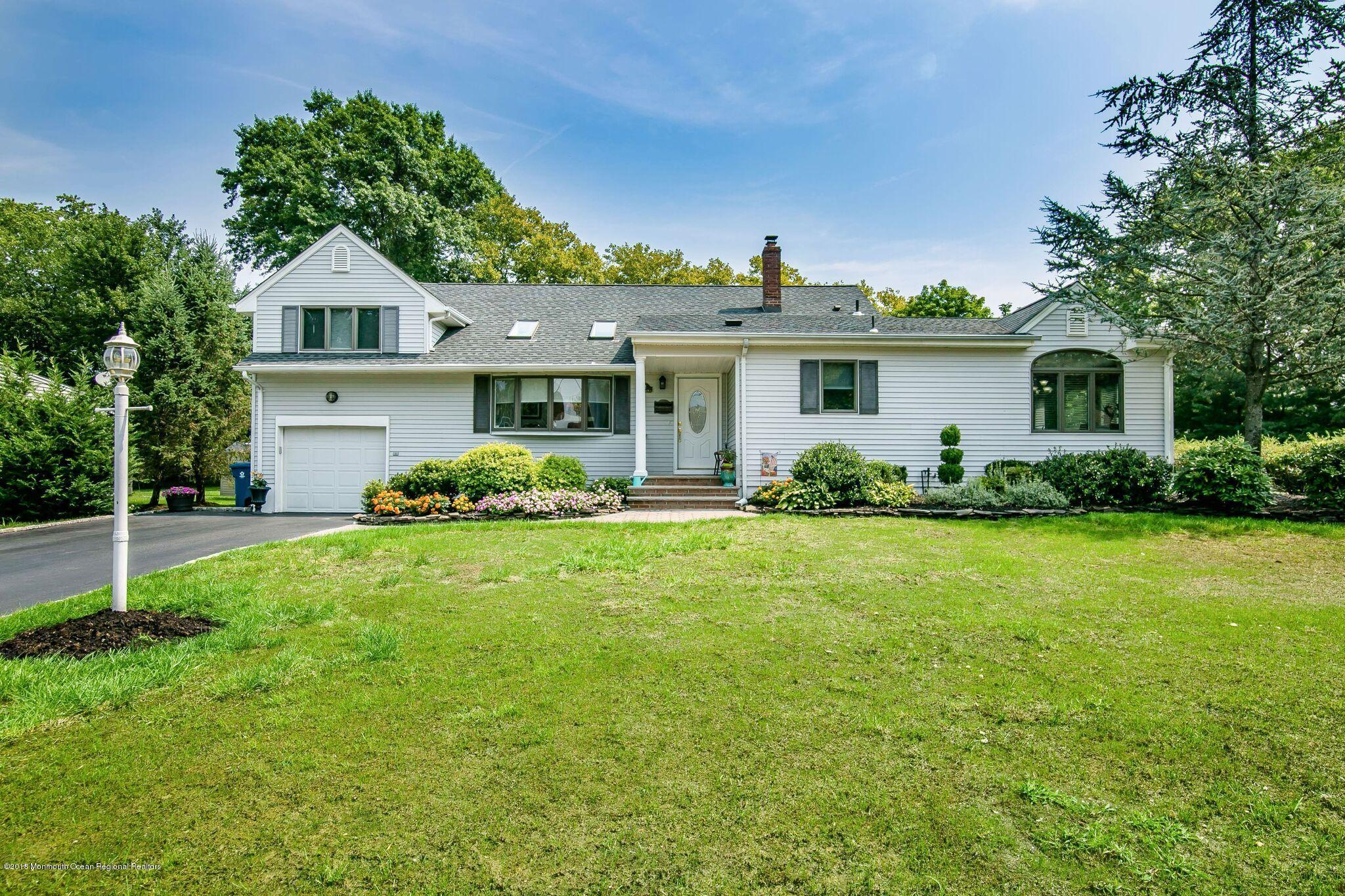 12  Old Manor Road, Holmdel, New Jersey