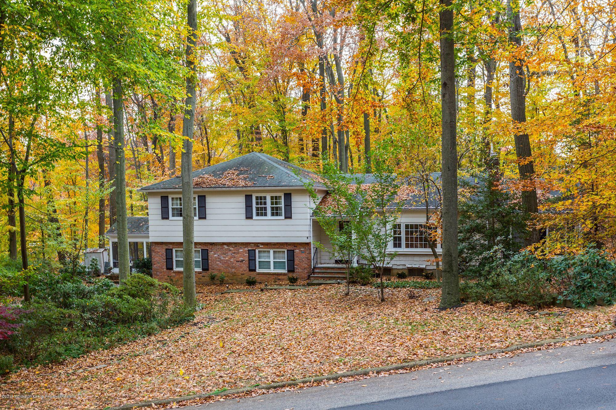 11 W Parkway Place, Holmdel, New Jersey