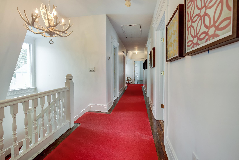 019_Hallway