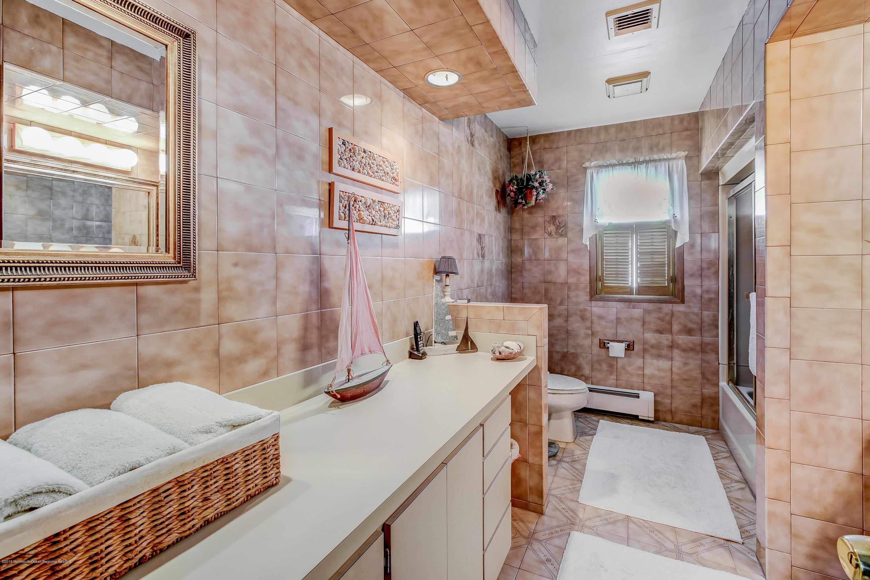 017_Bathroom