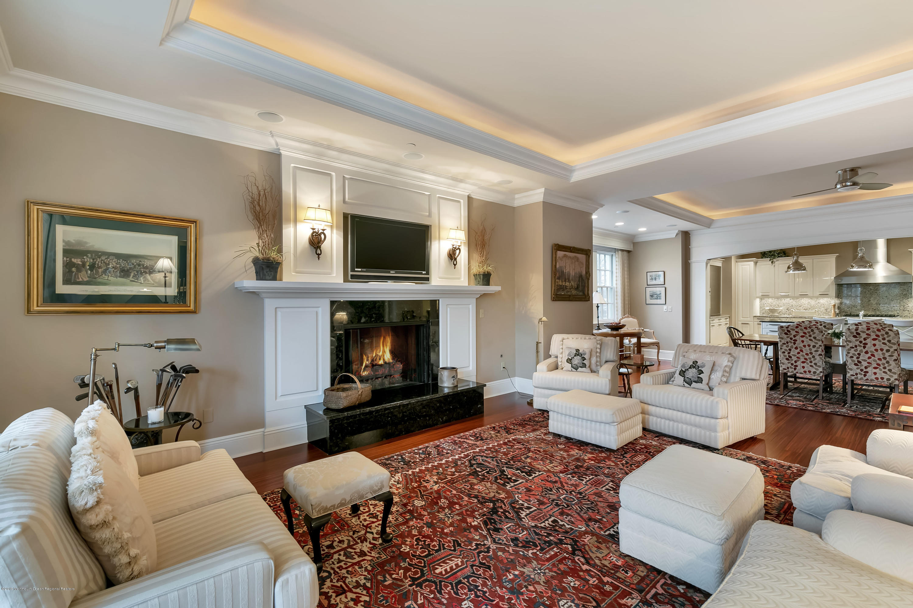 Great Room w Gas Fireplace