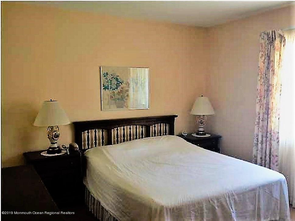 Bedroom w/Bath