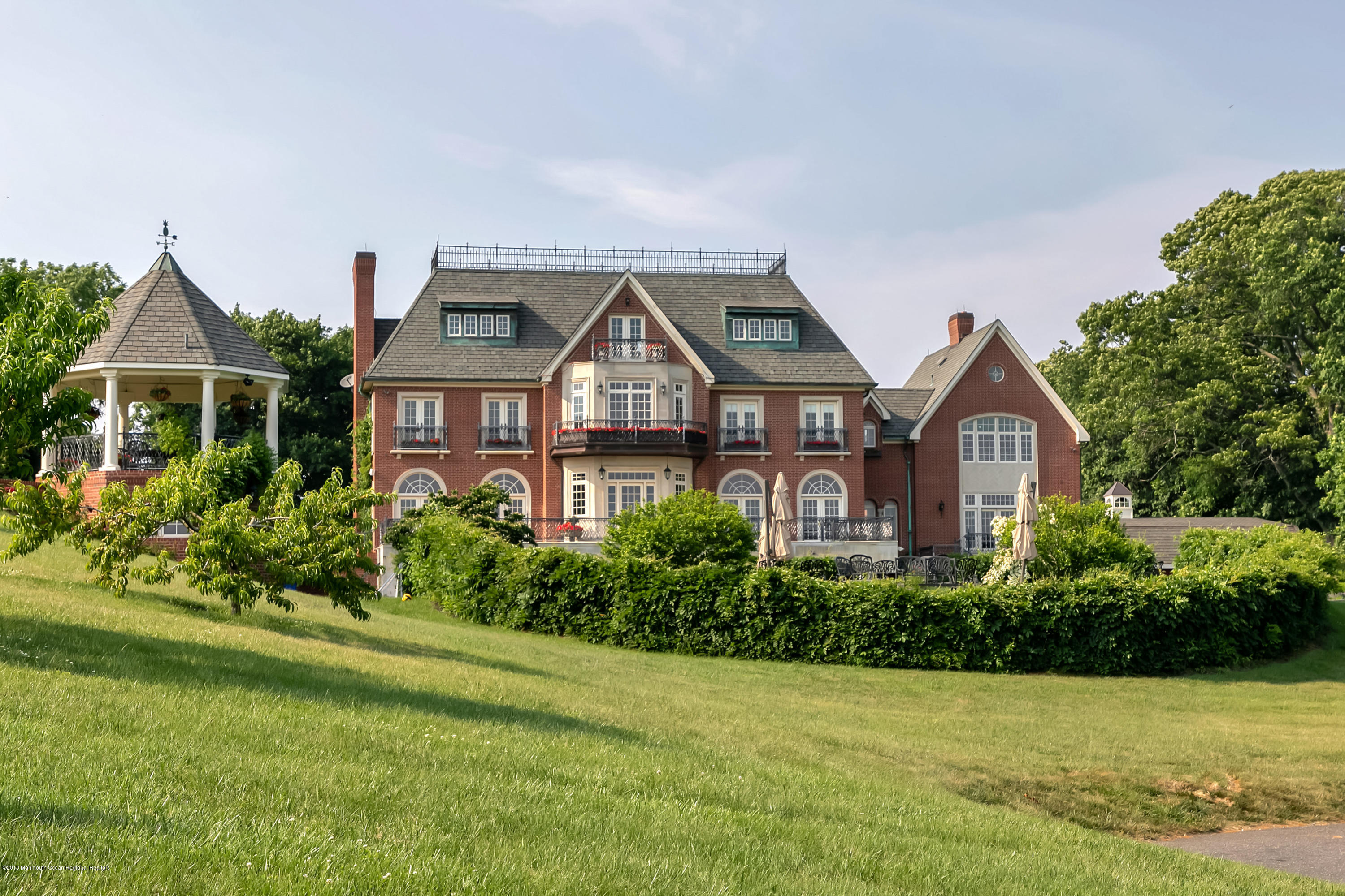 Photo of 719 Navesink River Road, Red Bank, NJ 07701