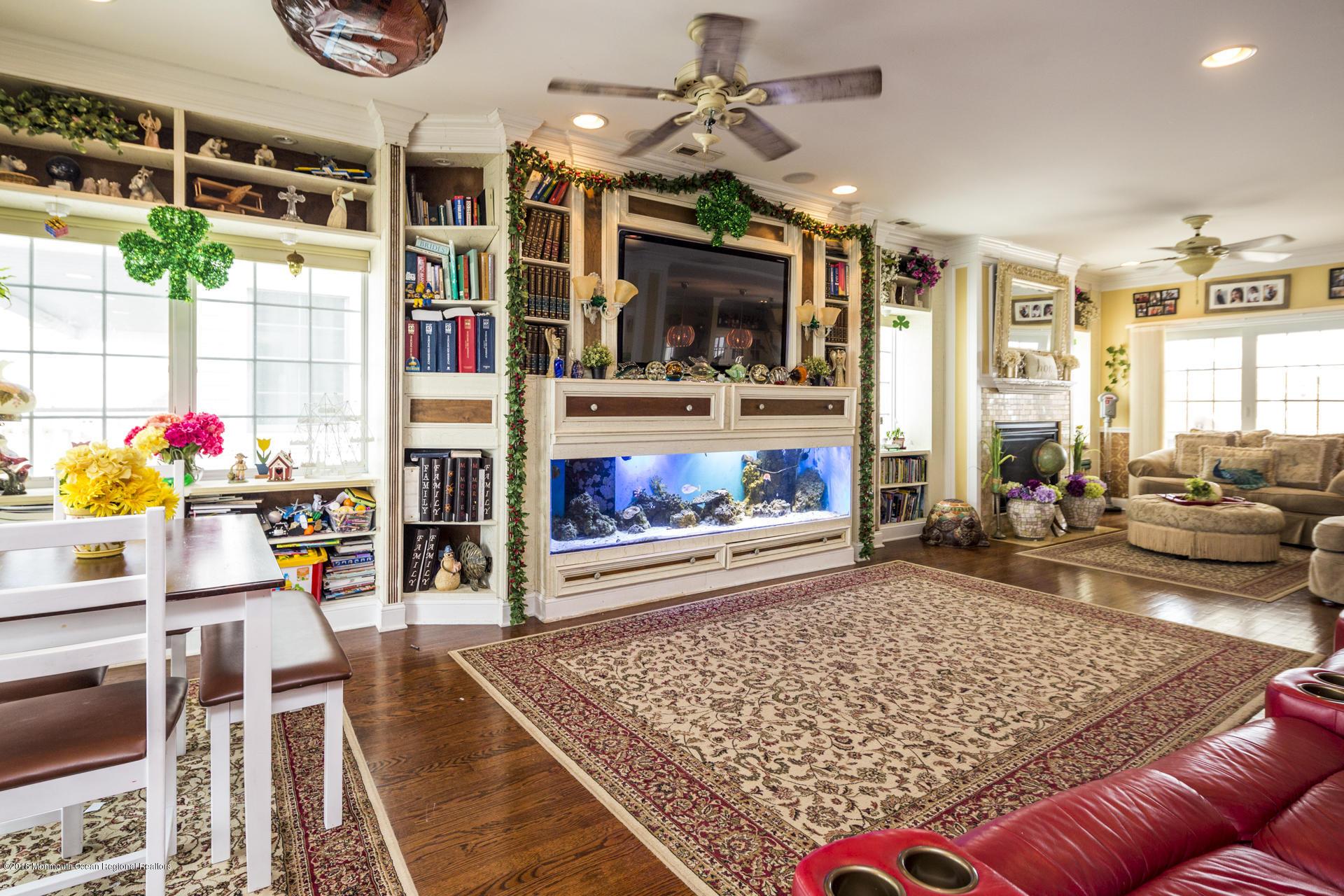 14_Living Room-6