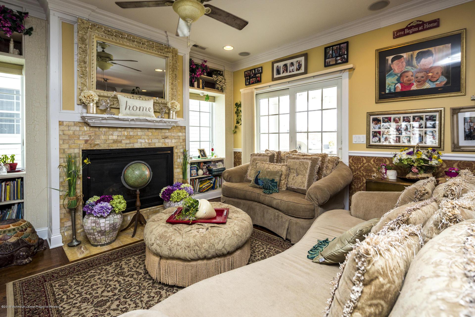15_Living Room-7