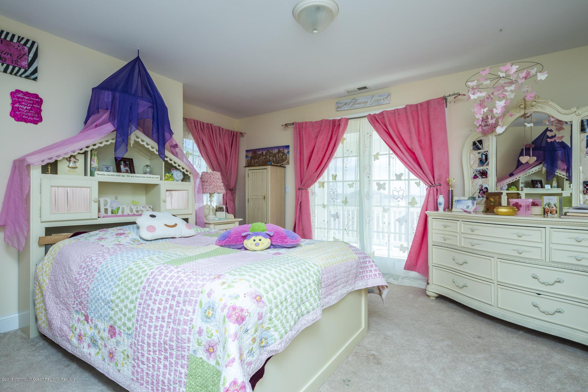31_Bedroom-3